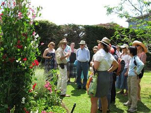 Keith Hammett leads sweet pea tour